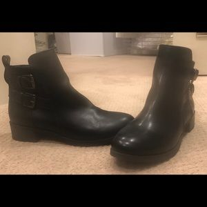 Old Navy ladies boots size 9.
